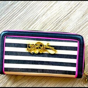 BETSEY JOHNSON. AUTHENTIC WALLETS